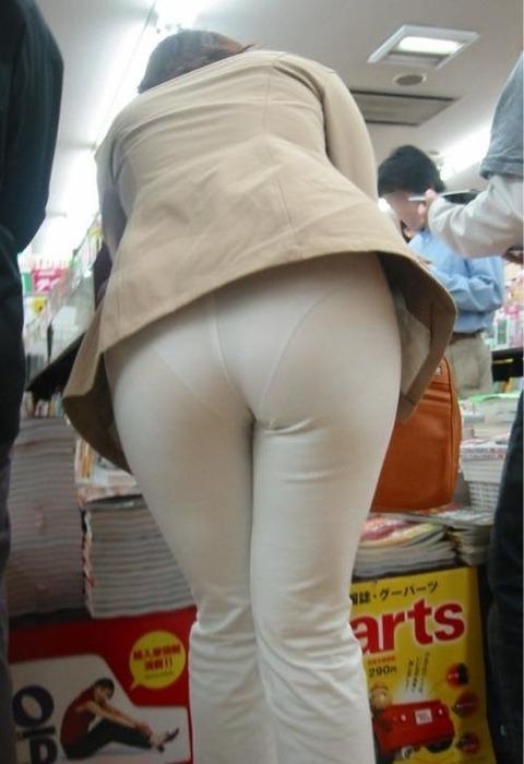 パンツが柄まで透けちゃってますがwwwwww★素人街撮りエロ画像・14枚目の画像