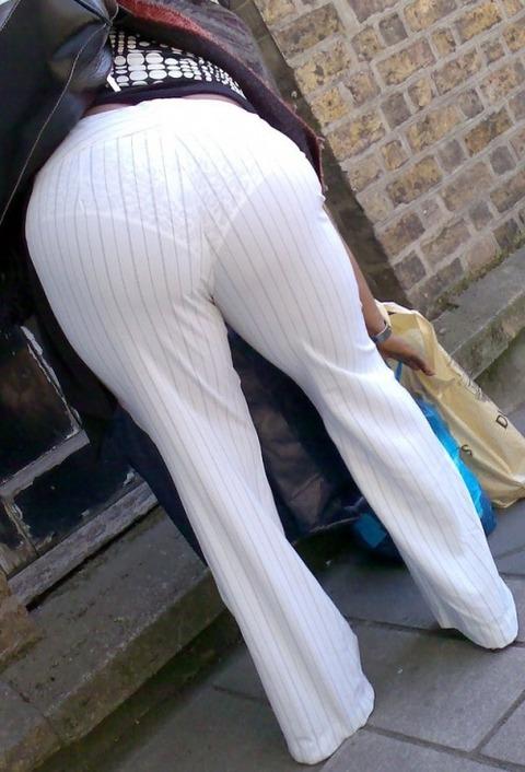 パンツが柄まで透けちゃってますがwwwwww★素人街撮りエロ画像・27枚目の画像