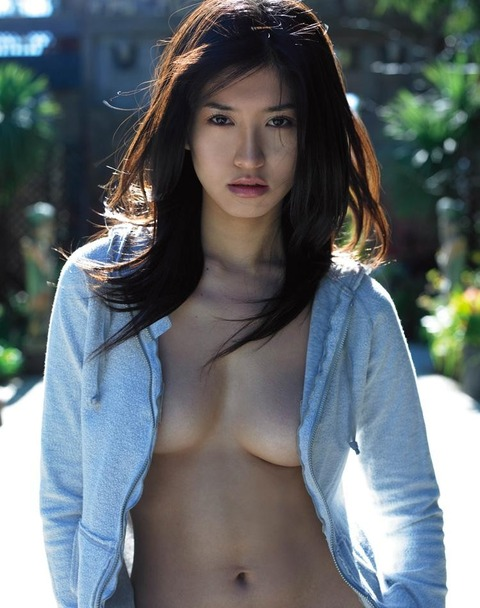 ノーブラでYシャツを着るノーガードなお姉さんwwwwww★裸Yシャツエロ画像・28枚目の画像