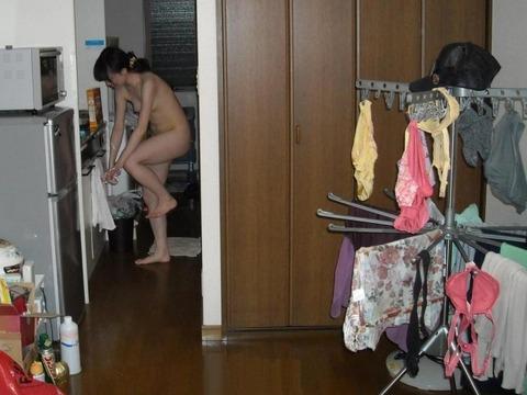 家庭内盗撮でわかる気を抜いたときのリア充の素wwwww★家庭内盗撮エロ画像・14枚目の画像