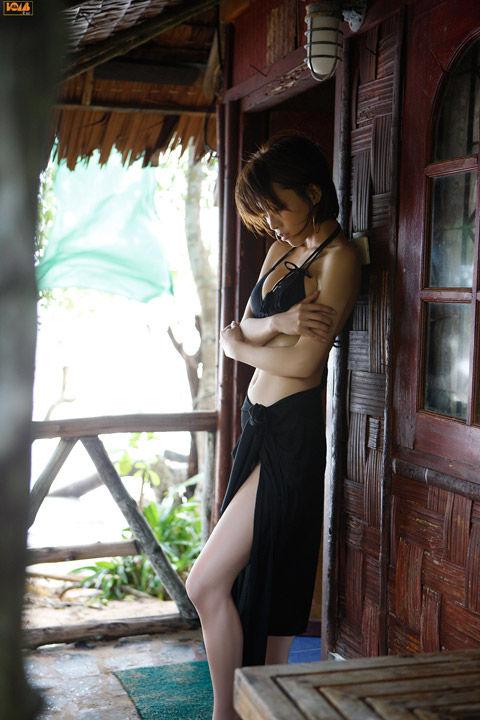 釈由美子が36歳のくせにビキニ姿がエロすぎるwwwwww★釈由美子エロ画像・29枚目の画像