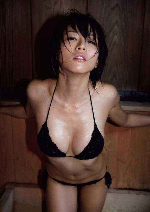 釈由美子が36歳のくせにビキニ姿がエロすぎるwwwwww★釈由美子エロ画像・4枚目の画像