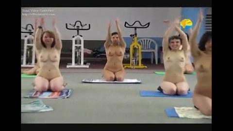 2015年日本でも流行る全裸ヨガの実態がこれwwwwww★全裸ヨガエロ画像・1枚目の画像