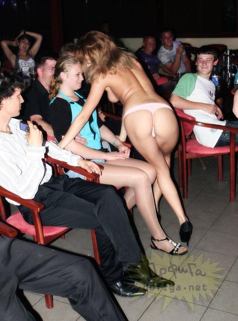 ウクライナの若者が集うエロクラブが思った以上にディープすぎてワロタwwwwwww★外国人エロ画像・32枚目の画像