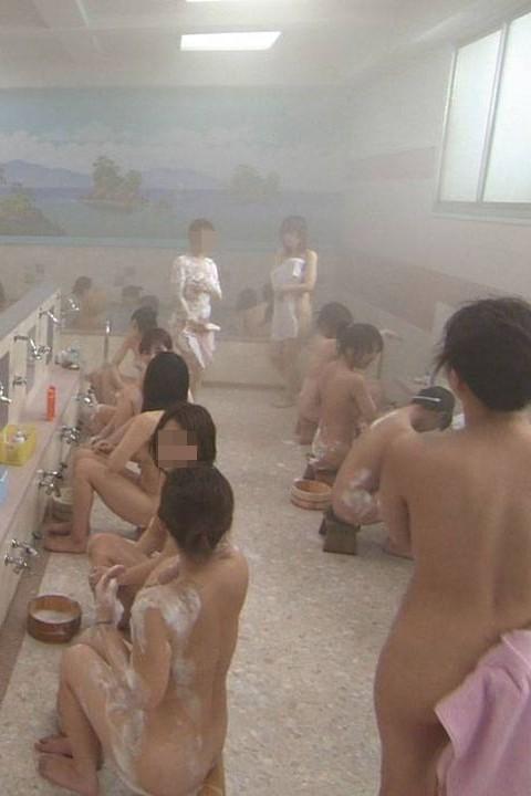 盗撮でしか見れない幼女や大人女子の入浴wwwwww★盗撮エロ画像・6枚目の画像