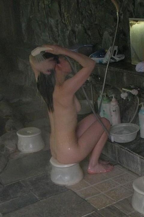 盗撮でしか見れない幼女や大人女子の入浴wwwwww★盗撮エロ画像・5枚目の画像
