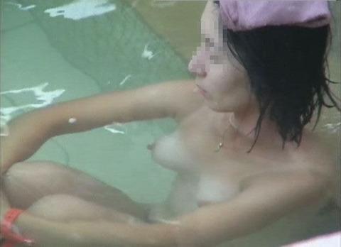 盗撮でしか見れない幼女や大人女子の入浴wwwwww★盗撮エロ画像・29枚目の画像