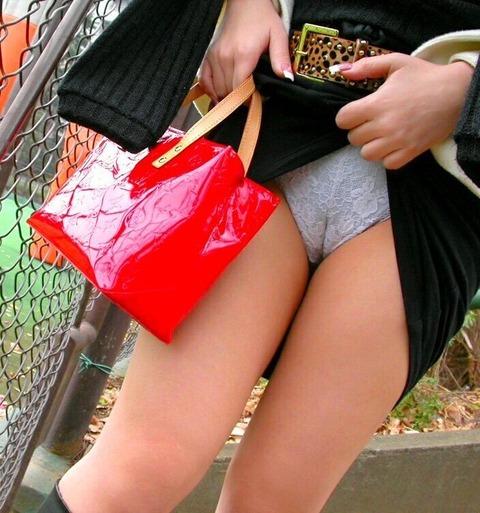スカートのたくし上げヤバいエロいぞwww スカートのたくし上げエロ画像・12枚目の画像