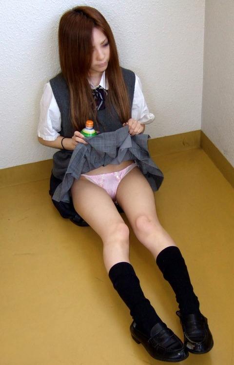 スカートのたくし上げヤバいエロいぞwww スカートのたくし上げエロ画像・28枚目の画像