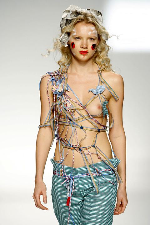 トップモデルのtkb丸出しファッションショーwwwwwww★スーパーモデルエロ画像・2枚目の画像