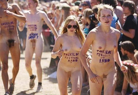 全裸でスポーツしまくってるマジキチな外人ワロタwwwwww★外国人エロ画像・1枚目の画像