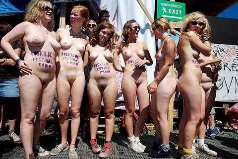 全裸でスポーツしまくってるマジキチな外人ワロタwwwwww★外国人エロ画像・5枚目の画像