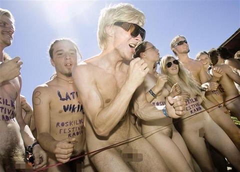 全裸でスポーツしまくってるマジキチな外人ワロタwwwwww★外国人エロ画像・2枚目の画像