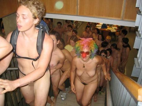 全裸でスポーツしまくってるマジキチな外人ワロタwwwwww★外国人エロ画像・12枚目の画像