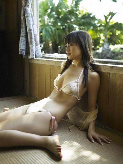 萌える女の座り方ランキング1位はこれだろwwwwwww★ぺったん座りエロ画像記事タイトル・29枚目の画像
