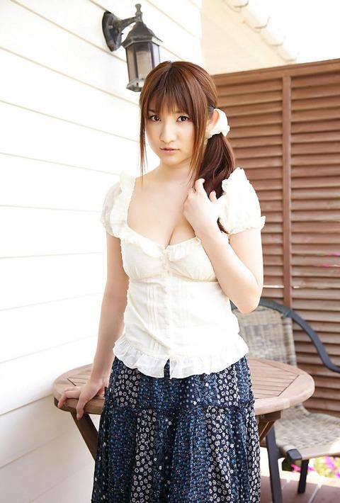 30歳グラドル尾崎ナナヌード画像!!Gカップの手ブラでエロ過ぎますぜっwwww・6枚目の画像