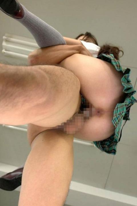 駅弁ハメ撮りエロ画像!!女の子が喘ぎながらしがみ付いてるところがガチでエロいwww・7枚目の画像