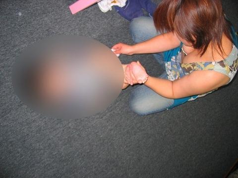 子連れママのノーガード過ぎるゆるい股間や胸元がこれwwwwwww★素人街撮りエロ画像・10枚目の画像