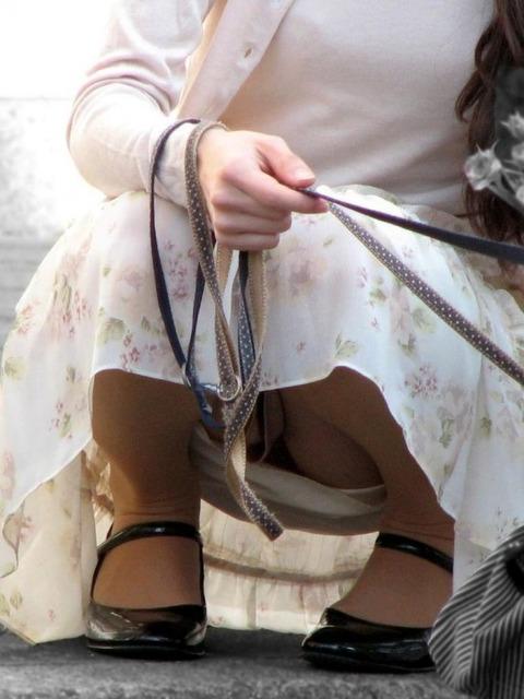 子連れママのノーガード過ぎるゆるい股間や胸元がこれwwwwwww★素人街撮りエロ画像・25枚目の画像