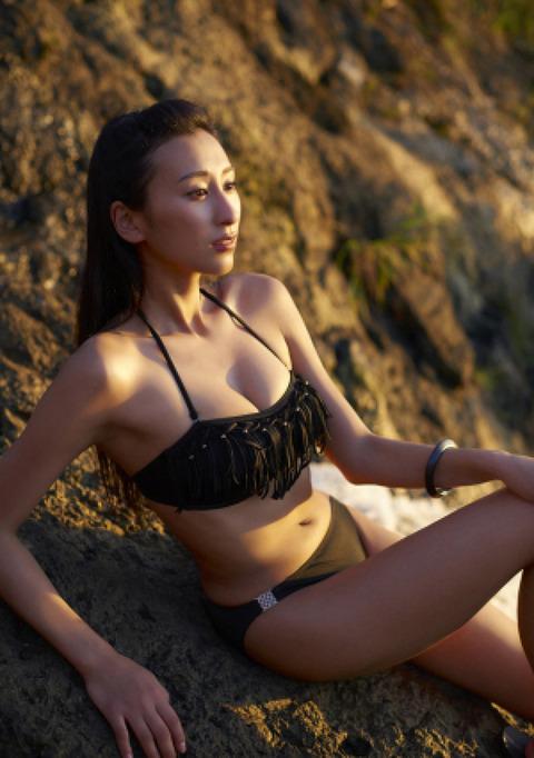 浅田舞のグラビア画像がエロ本レベルにエロいんだがwwwwwww★浅田舞エロ画像・20枚目の画像