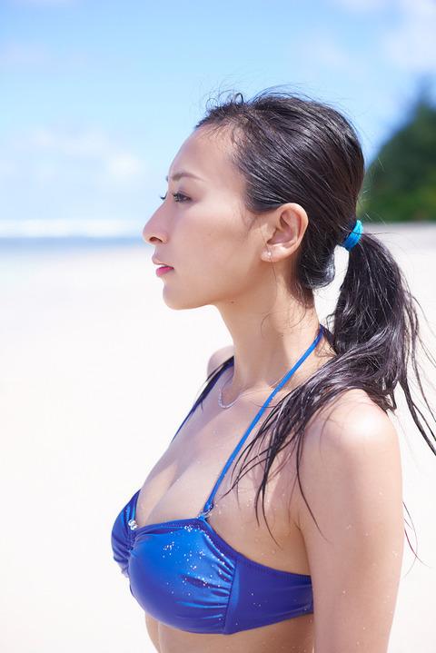 浅田舞のグラビア画像がエロ本レベルにエロいんだがwwwwwww★浅田舞エロ画像・37枚目の画像