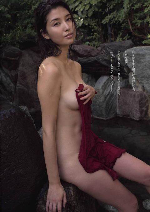 橋本マナミの入浴バスタオル一枚ヌード