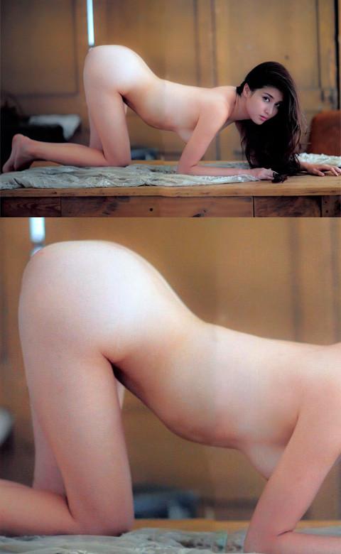 橋本マナミの女豹のポーズヌード