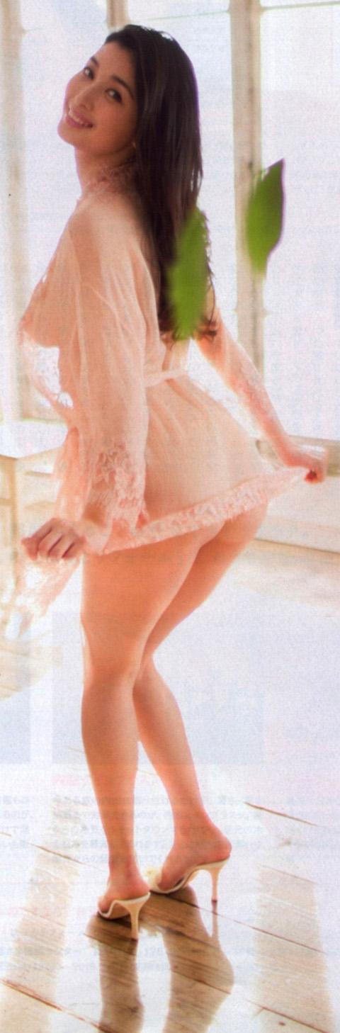 橋本マナミのスケスケセクシーランジェリー姿の生尻ヌード