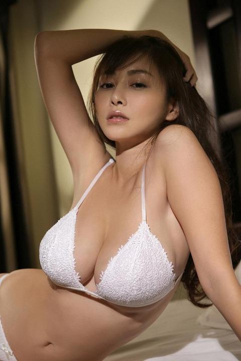 32歳でこの身体はエロすぎだろwwwwww★杉原杏璃エロ画像・26枚目の画像