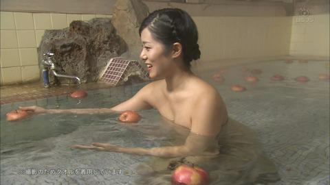テレビで放送された芸能人やアイドルが極限まで露出した入浴シーンをまとめてみたwwwwww★入浴エロ画像・50枚目の画像