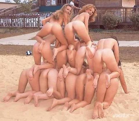 不純な動機でヌーディストビーチに行くビッチな外人たちの画像まとめwwwwwww★外国人エロ画像・13枚目の画像
