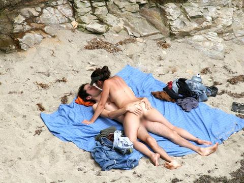 不純な動機でヌーディストビーチに行くビッチな外人たちの画像まとめwwwwwww★外国人エロ画像・31枚目の画像