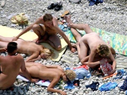 不純な動機でヌーディストビーチに行くビッチな外人たちの画像まとめwwwwwww★外国人エロ画像・30枚目の画像