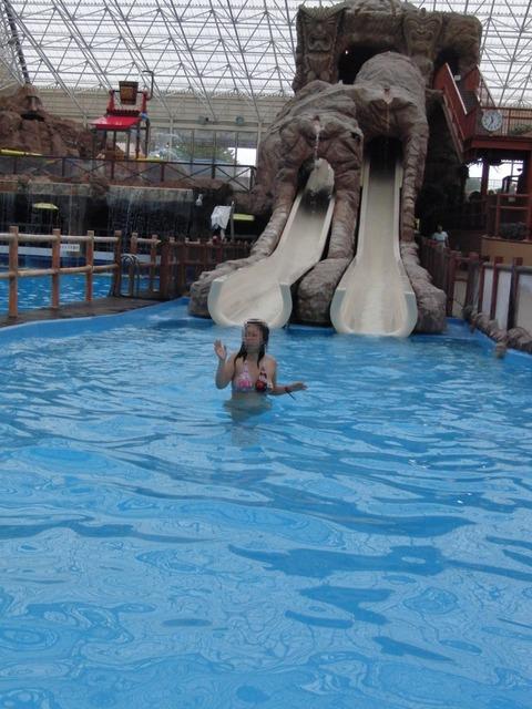エグい破壊力でハプニング続出するウォータースライダーwwwww|PlaybcBack★エロ画像・12枚目の画像