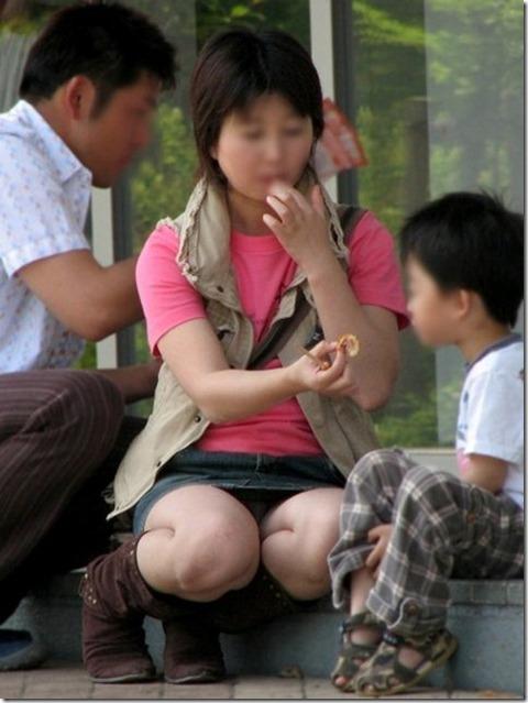 子連れママのゆる~い股間エロ★素人パンチラエロ画像・29枚目の画像