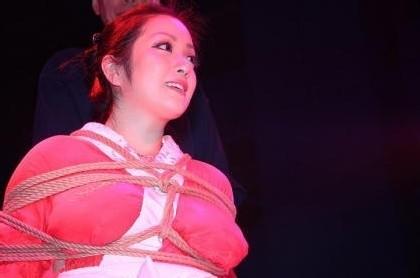 逮捕された小向さんが受けた拷問がこれwwwwwww★小向美奈子エロ画像・18枚目の画像
