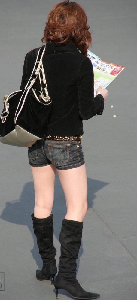 ホットパンツ女の強烈な尻のめり込み良いわぁwwwwwww★素人街撮りエロ画像・22枚目の画像