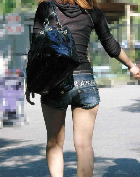 ホットパンツ女の強烈な尻のめり込み良いわぁwwwwwww★素人街撮りエロ画像・17枚目の画像