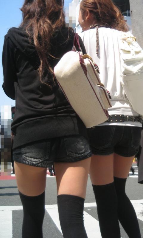 ホットパンツ女の強烈な尻のめり込み良いわぁwwwwwww★素人街撮りエロ画像・41枚目の画像