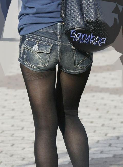 ホットパンツ女の強烈な尻のめり込み良いわぁwwwwwww★素人街撮りエロ画像・4枚目の画像