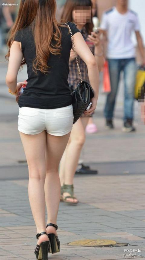 ホットパンツ女の強烈な尻のめり込み良いわぁwwwwwww★素人街撮りエロ画像・15枚目の画像