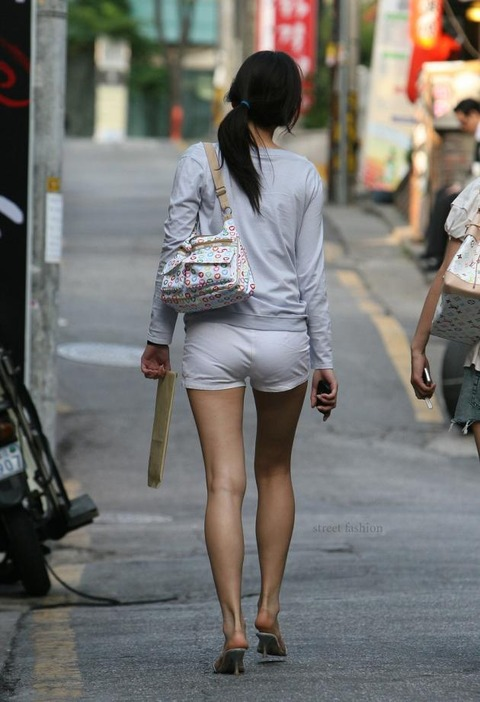 ホットパンツ女の強烈な尻のめり込み良いわぁwwwwwww★素人街撮りエロ画像・24枚目の画像