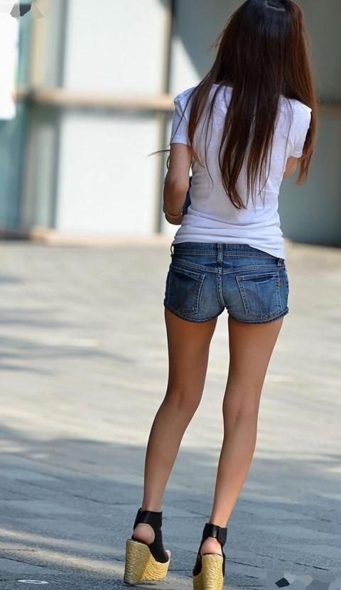 ホットパンツ女の強烈な尻のめり込み良いわぁwwwwwww★素人街撮りエロ画像・21枚目の画像