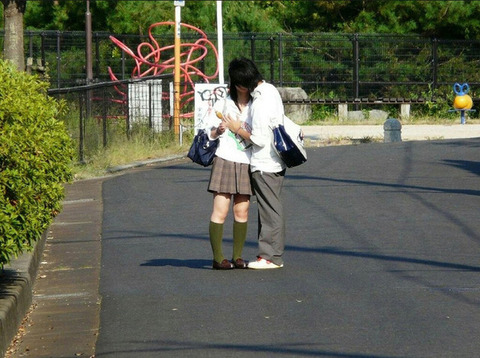 公共の場でエロい事してる若者をまんまと盗撮した結果wwwwww★素人エロ画像・10枚目の画像