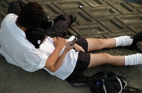 公共の場でエロい事してる若者をまんまと盗撮した結果wwwwww★素人エロ画像・12枚目の画像