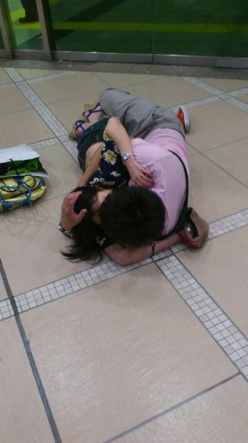 公共の場でエロい事してる若者をまんまと盗撮した結果wwwwww★素人エロ画像・20枚目の画像