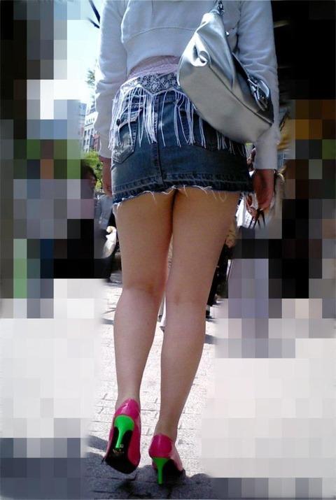 ミニスカ履いてギャグみたいなパンチラしてる素人がいるwwwwwww★素人パンチラエロ画像・28枚目の画像