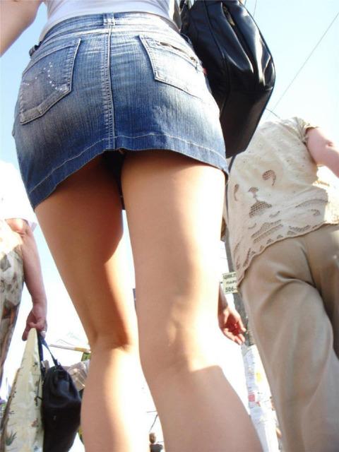 ミニスカ履いてギャグみたいなパンチラしてる素人がいるwwwwwww★素人パンチラエロ画像・21枚目の画像