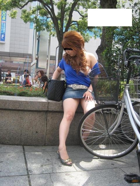 ミニスカ履いてギャグみたいなパンチラしてる素人がいるwwwwwww★素人パンチラエロ画像・23枚目の画像
