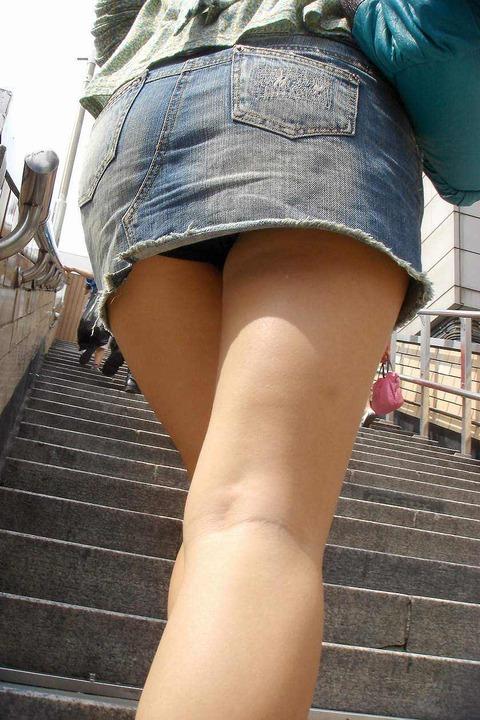 ミニスカ履いてギャグみたいなパンチラしてる素人がいるwwwwwww★素人パンチラエロ画像・17枚目の画像